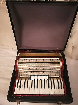 Akkordeon/Accordion Hohner Concerto III red-rojo-rot 72 Bass mit Koffer