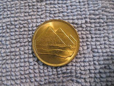 1984 Egypt coin 1 Piastre  sweet high grade  coin  PYRAMIDS  jewerly