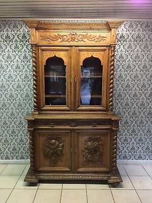 cabinetin two parts French style,Delivery possible, see description