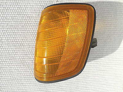 w124 1988 Mercedes-Benz 300e drivers LHS front corner Lamp signal light housing
