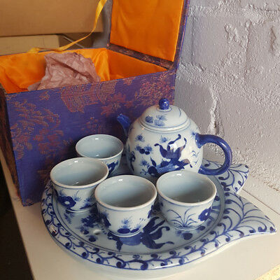 6-piece porcelain tea set in embroidered box