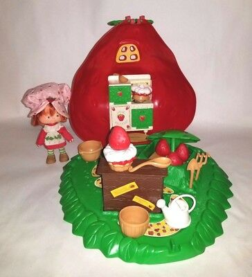 Kenner Vintage 1980 Strawberry Shortcake Doll Berry Bake Shoppe Shop w Box