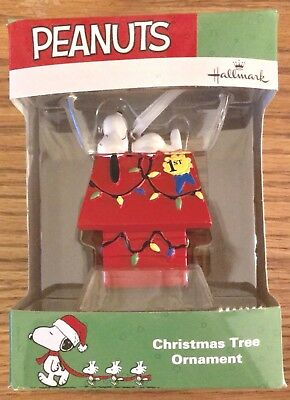 Hallmark Ornament SNOOPY 1st Prize Doghouse PEANUTS Charlie Brown NEW