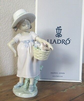 "Lladro ""You're So Cute"" 6826 Girl with Bird 8.25"" with Box - Mint!"