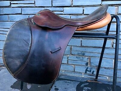 "No Reserve! 17 1/2"" M Sportex English Jump Saddle. Square Cantle-Suede Seat/Knee"