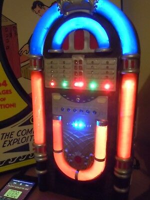 MUSICAL LIGHTED Flashing JUKEBOX . (IPOD OPERATED).