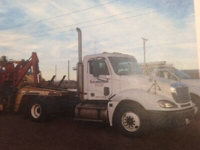 2004 freight-liner, flat bet goose neck also