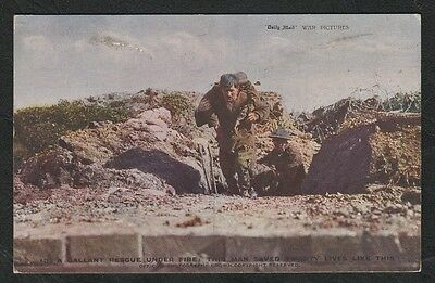 k 2747)     WW1 ERA POSTCARD  GALLANT RESCUE UNDER FIRE CARRYING WOUNDED COMRADE
