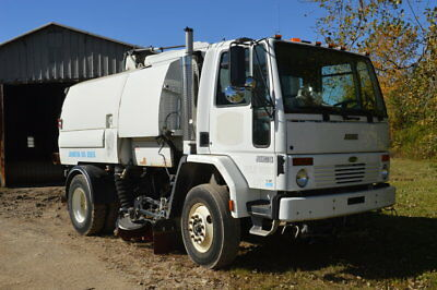 1999 JOHNSTON SWEEPER CO./STERLING STREET SWEEPER Sweeper Trucks