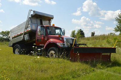 2005 INTERNATIONAL 7400 DUMP TRUCK/SALT SPREADER Snowplow & Spreader Trucks