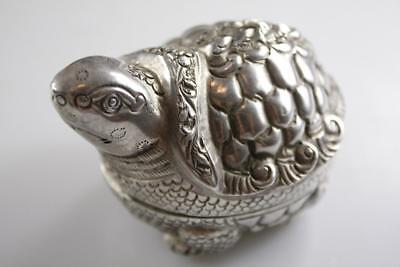 VINTAGE BURMESE EARLY 20 Century 900 SILVER LIDDED TURTLE MOTIF SNUFF BOX 73.5g