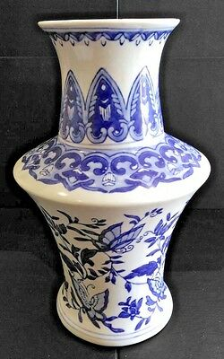 """Beautiful Hand Painted Vintage Chinese Vase Standing 10"""" High in Good Condition"""