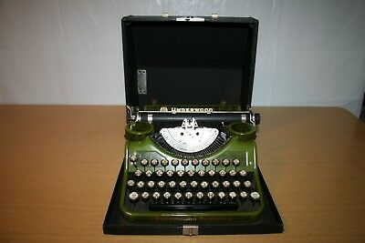 1930 Green Wood Grain Underwood Portable Typewriter C Model in Case