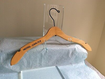 Hotel Carlyle New York-A Vintage Wooden Clothes Hanger W/hotel Carlyle In Black!