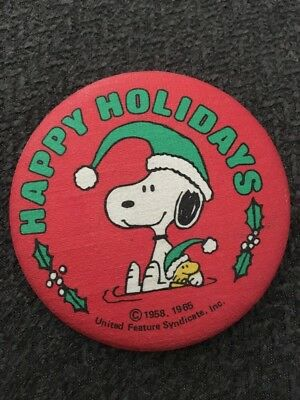 Vtg Woodstock Peanuts 1965 Christmas Wreath Holiday Pinback Button Badge Snoopy