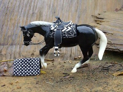Peter Stone performance horse black w 2 Cm saddle pads Displayed only