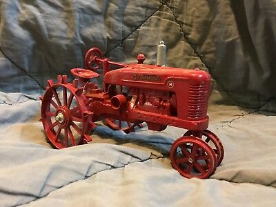 McCormick Farmall H 1/16th Scale Tractor Diecast Metal