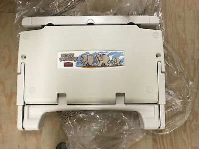 Rubbermaid Sturdy Station 2 Wall mounting Changing Table Commercial Change Table