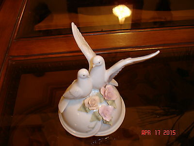 Porcelain Musical  Doves And Roses