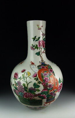 Chinese Antique Famille Rose Porcelain Global Vase w Flower