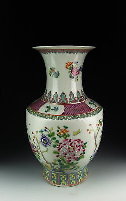 Chinese Antique Famille Rose Porcelain Vase with Flower Pattern