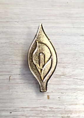 Easter Lily 28 mm GOLD Irish Republican commemoration enamel badge
