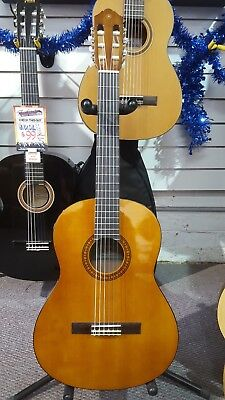 Yamaha CS40 3/4 Size Classical Guitar w/ Spruce Top and Mahogany Back and Sides
