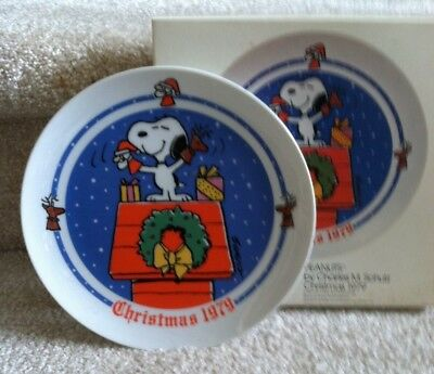Schmid Peanuts 1979 Snoopy on Dog House Christmas Plate! FREE SHIPPING