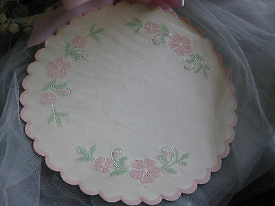 """Vtg 40's 8"""" Pink Floral Embossed Scalloped Edge Paper Doilies Ivory White 3 Pcs"""