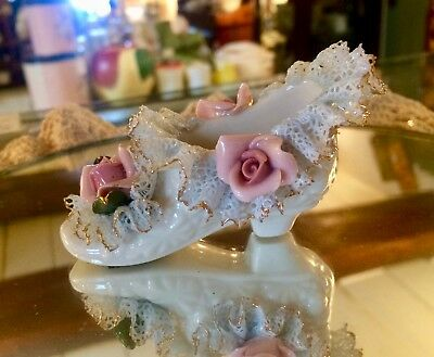 """Vintage Heirlooms of Tomorrow Porcelain Lace Shoe w/Gold Trim Pink Roses 3-1/4"""""""