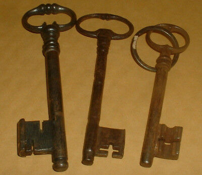 3 Genuine Vintage Keys 12Cm Long (Lot 5)
