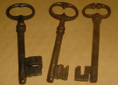 3 Genuine Vintage Keys 11Cm Long (Lot 7)