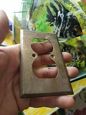 (1)VINTAGE BRASS Electric 2 Plug SWITCH Plate Wall Antique Hardware sp21 Outlet
