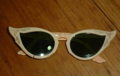 True Old Vintage 1950's 1960's RETRO WOMENS Cat Eye Gunglasses USA made