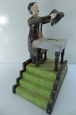 ANTIQUE/VINTAGE MECHANICAL MAGICIAN 2200 gr. CAST IRON BANK IN WORKING CONDITION