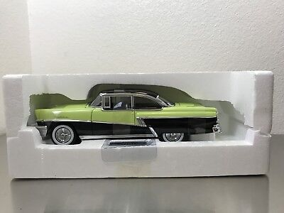Sunstar Platinum Collection 5142 - 1956 Mercury Montclair 2 Door Hardtop 1/18