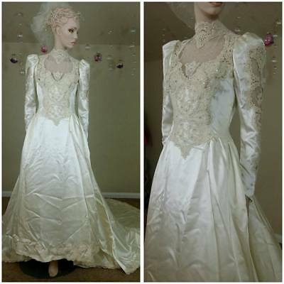 Beautiful Vintage 90s handmade  ivory wedding gown with train