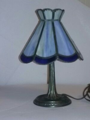 Vintage L&L WMC 9771 LAMP with cast iron base and stained glass shade