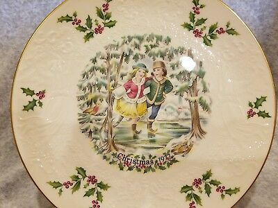 "ROYAL DOULTON 1977 ""Christmas Plate"" First in a Series"