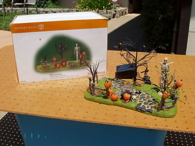 Department Dept 56 Halloween Creepy Lighted Front Yard Excellent Condition