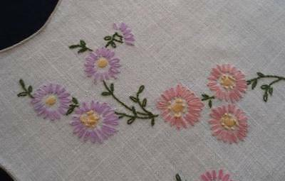 """Vintage Linen Table Runner Pink Lilac Lazy Daisy Hand Embroidery 43"""""""