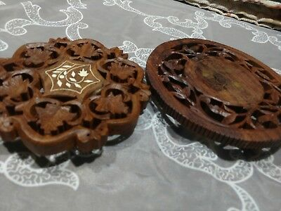 2 Wooden Hand Carved Trivet, wood, Teck wood, on Feet, Kitchen Hot Holders