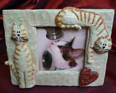 "Connoisseur Striped Cats & Heart Picture Frame 8"" x 6 1/4"" Desktop Resin Green"