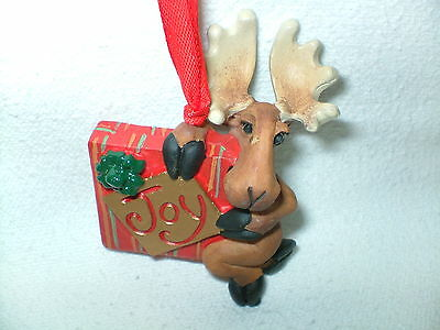 BEARFOOTS JOY TO GIVE MOOSE Christmas Ornament Moose with Present