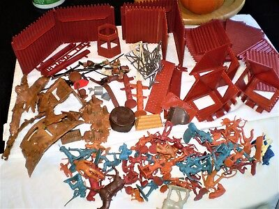 Vintage MARX FORT APACHE PLAY SET Many Pieces, Blue Figures Rin Tin Tin? Toy
