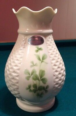 Donegal Belleek Irish Porcelain Parian Clover Shamrock Bud 4010 Errigal Vase 7""