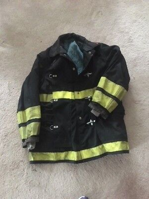 Globe  Black  and yellow  firefighters  bunker coat  Excellent   shape