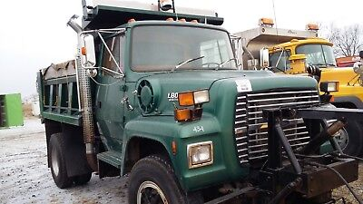 1992 Ford L-8000 Single Axle Dump diesel , automatic , with snow plow, 71k miles