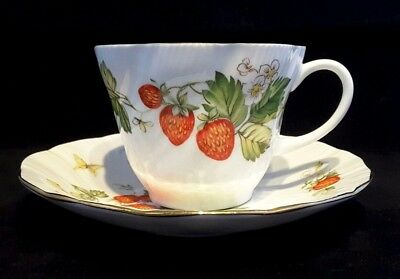Queen's~for Ringtons~Virginia Strawberry~FOUR~Fine Bone China~Tea Cups & Saucers