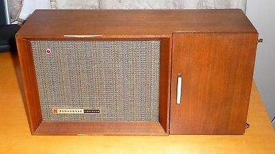 Vintage Panasonic Solid State AM-FM Cabinet Table Radio RE-7487